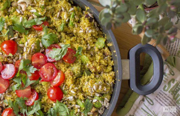 Pilaf z komosy ryżowej z zielonymi warzywami