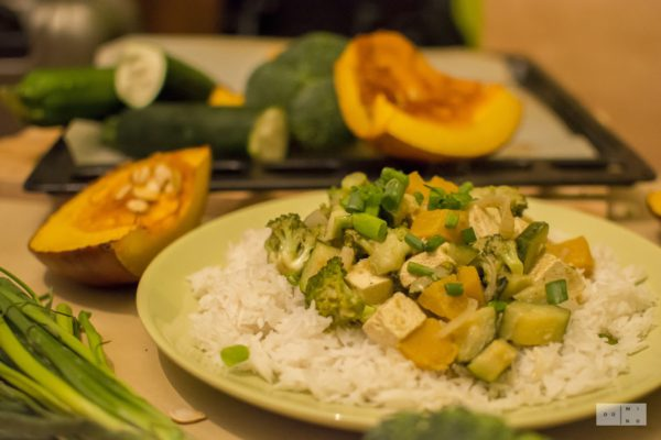 Tajskie curry z dynią, tofu i zielonymi warzywami