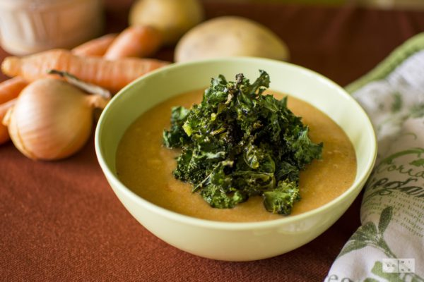 Wegańska zupa ziemniaczano marchewkowa