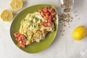 Omlet z łososiem i awokado