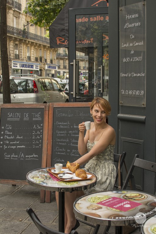 Śniadanie w paryskiej kawiarni