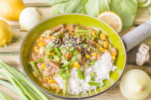 Tajskie stir-fry wegetariańskie z kapustą pak choi