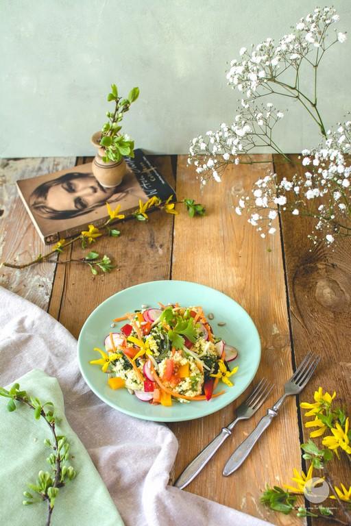 Sałatka wiosenna z kaszą jaglaną