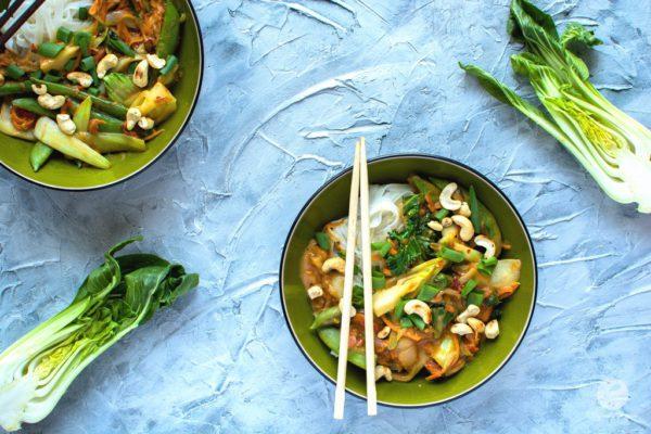 Warzywne stir-fry orzechowo-tamaryndowe
