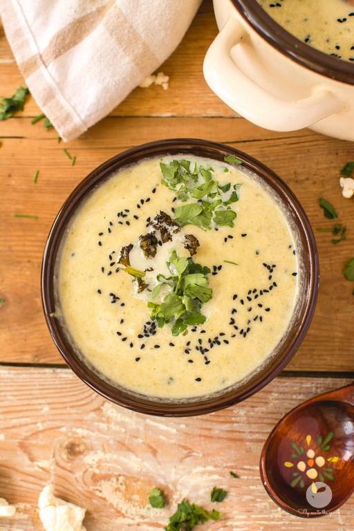 Zupa z liści i bulwy kalafiora