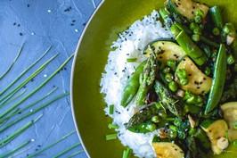 Zielony stir fry ze szparagami