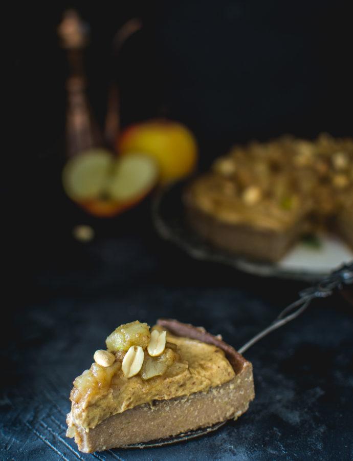 Bezglutenowy wegański jagielnik jabłkowy z orzechowym karmelem daktylowym