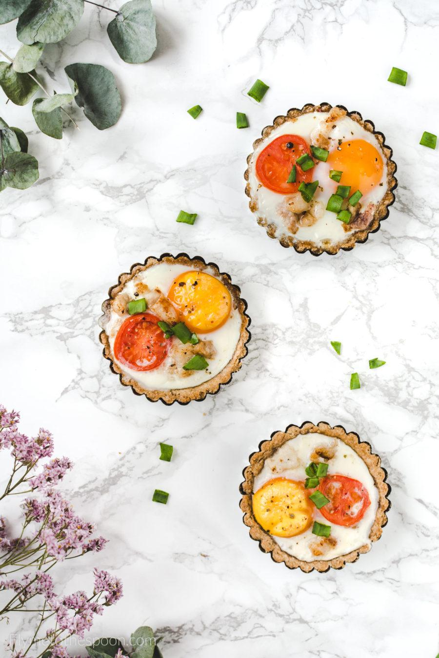 Tartaletki orkiszowe z jajkiem i boczkiem low FODMAP