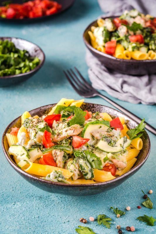 Makaron z kurczakiem, szpinakiem i gorgonzolą