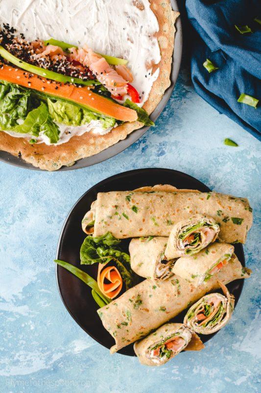Azjatyckie rollsy czyli naleśniki z łososiem i warzywami