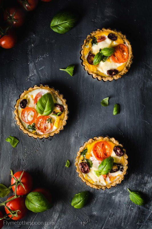 Tartaletki włoskie z mozzarellą i pomidorami