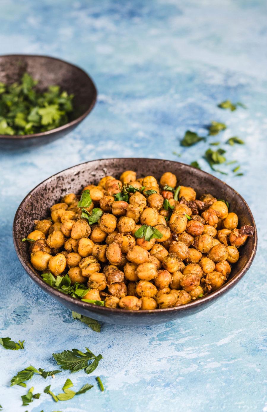 Prażona ciecierzyca po indyjsku – zdrowy zamiennik chipsów