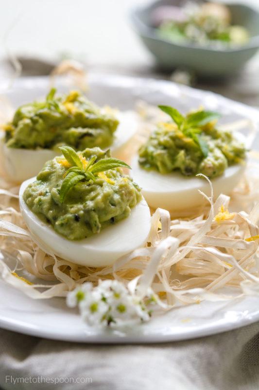 jajka faszerowane jaja wielkanoc pasta mięta awokado dynia pestki