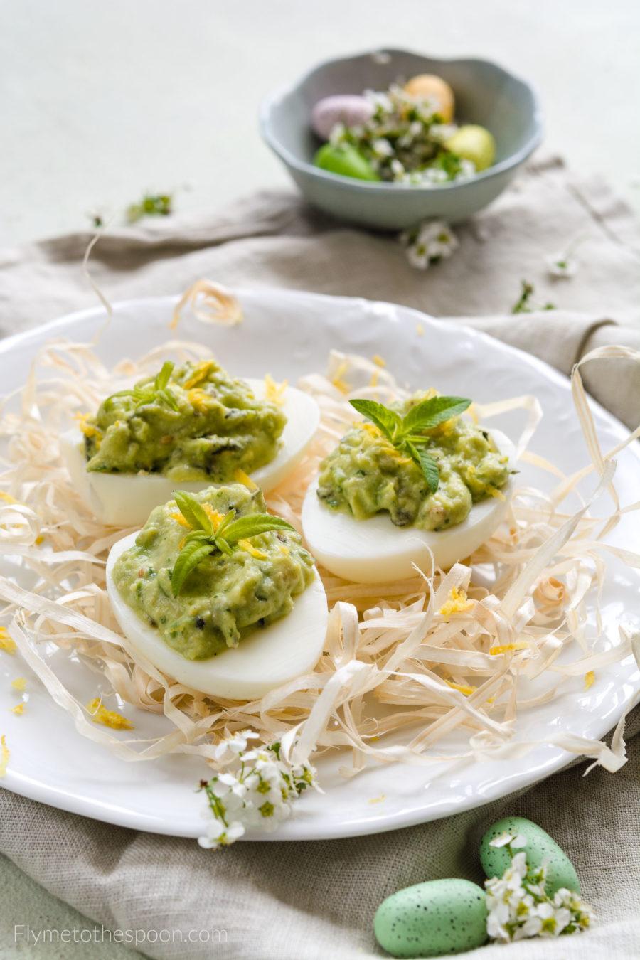 Jajka faszerowane awokado – miętowa pasta z pestek dyni