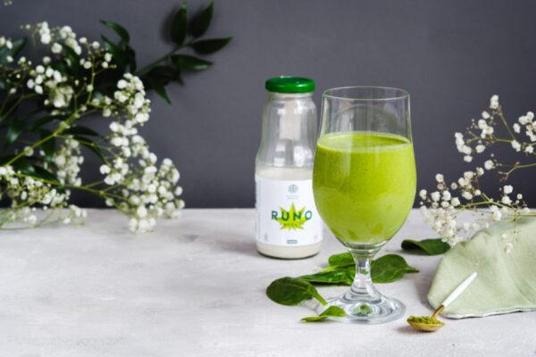 Zielone smoothie konopne - wegański koktajl szpinakowo bananowy