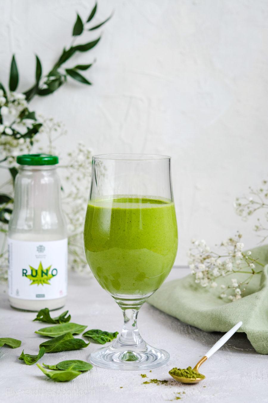 Zielone smoothie konopne – wegański koktajl bananowy