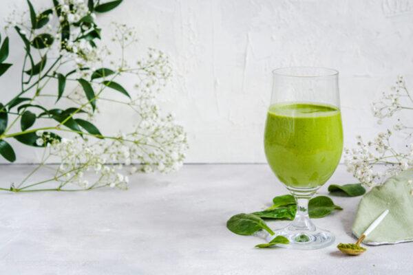 Zielone smoothie konopne wegański koktajl bananowo szpinakowy
