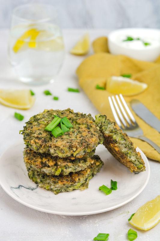 Placuszki brokułowe z parmezanem