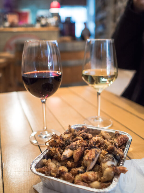 owoce morza wino przewodnik kulinarny po Palermo posmakować Sycylię targ co zjeść