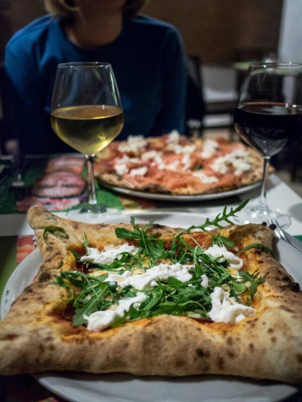 Pizza sycylijska włoska pizzeria frida przewodnik kulinarny po Palermo posmakować sycylię