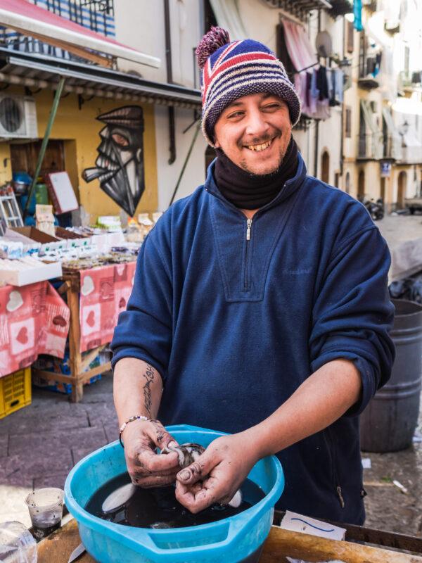 kalmary targ sprzedawca Sycylia gdzie zjeść w Palermo przewodnik kulinarny