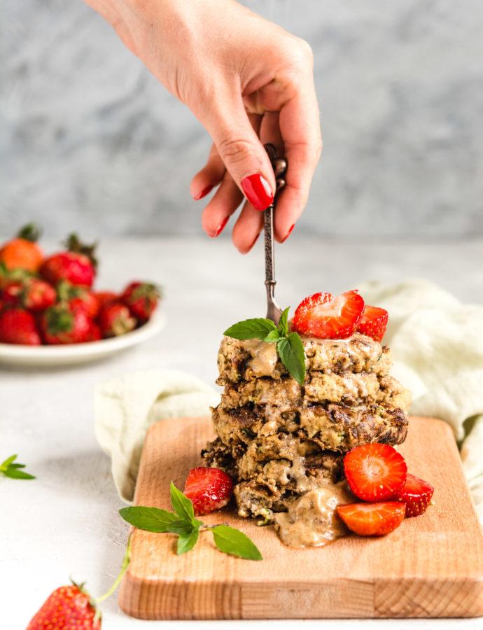 Paleo placuszki migdałowe z truskawkami (wegańskie, bezglutenowe, keto, bez mąki, bez cukru)