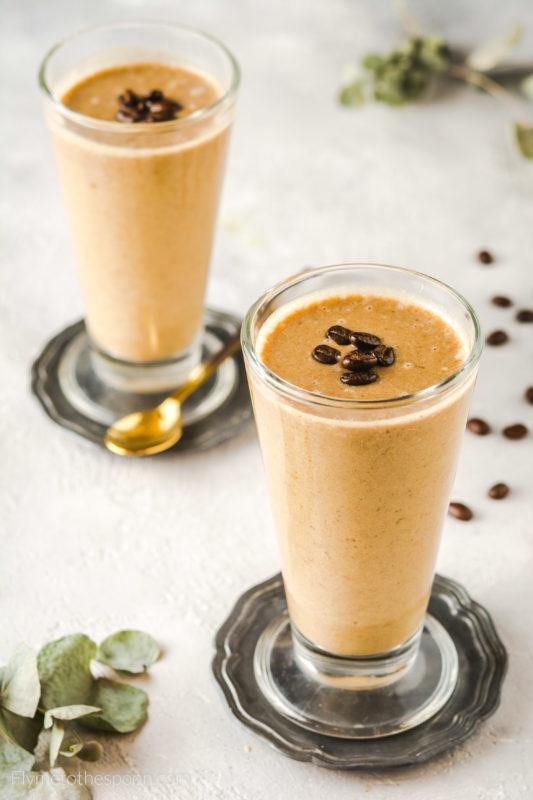 Kawowy koktajl jaglany wegański z mekiem roślinnym