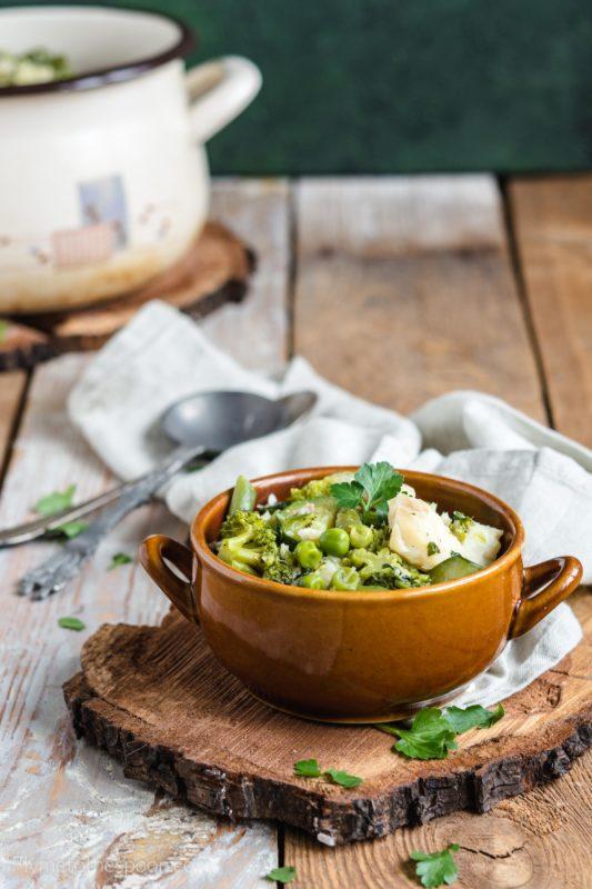 Gulasz rybny z zielonymi warzywami