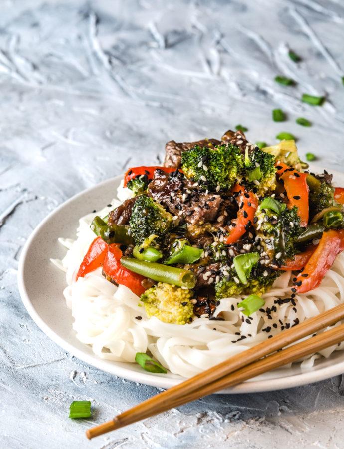 Wołowina po wietnamsku z brokułami i fasolką szparagową