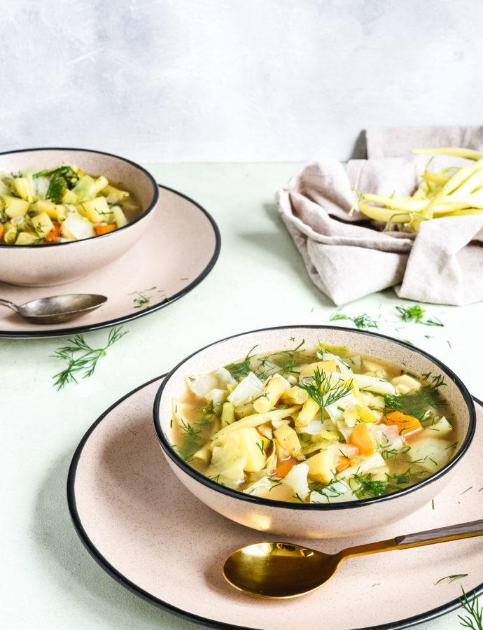 Zupa jarzynowa z fasolką szparagową i młodą kapustą