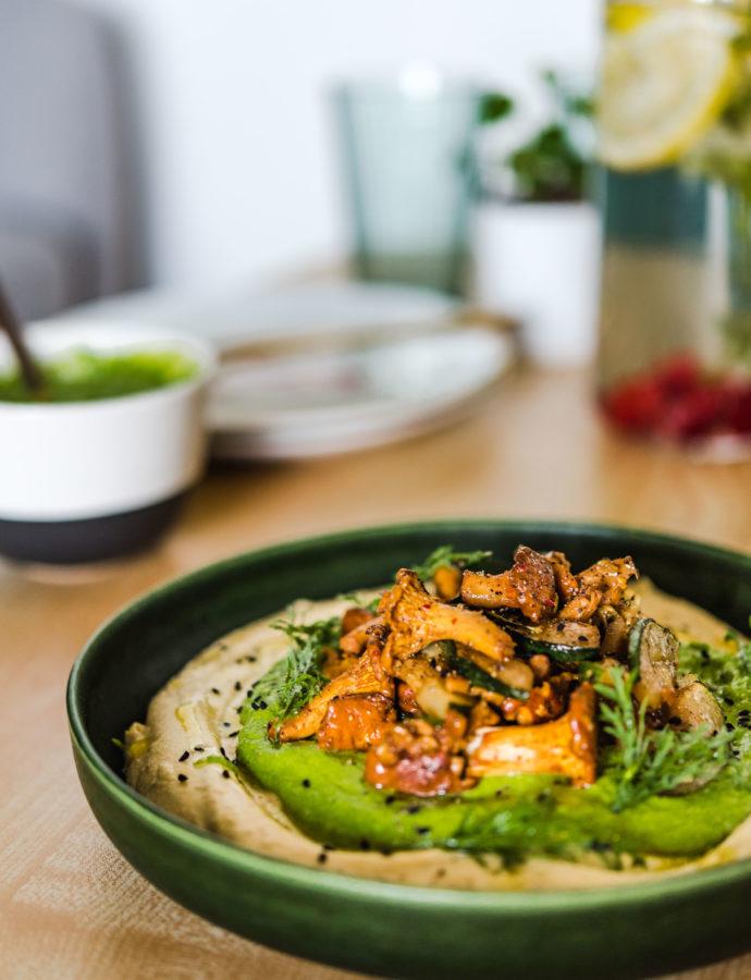 Hummus z kurkami i pesto