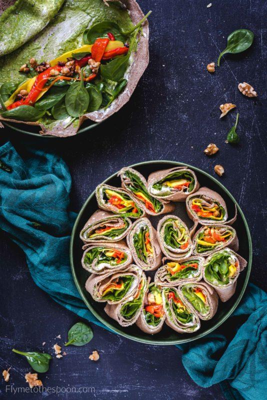 Wrapy gryczane z kozim serem i pesto - rollsy z bezglutenowych naleśników gallette