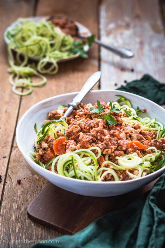 Cukiniowe spaghetti bolognese z indyka