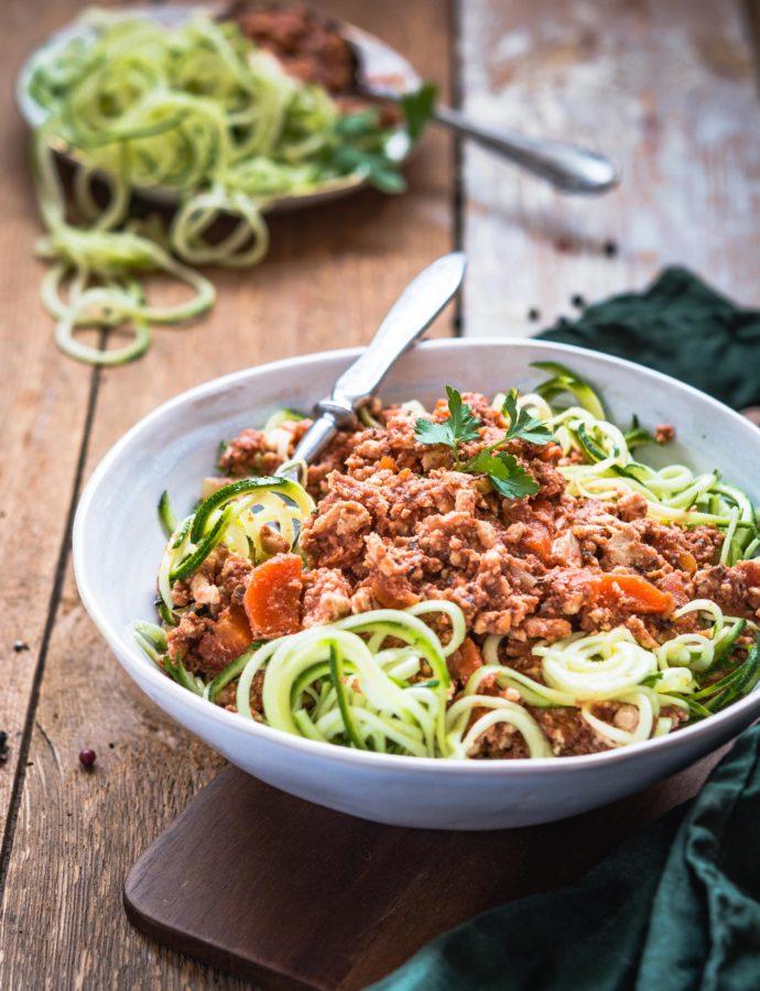 Cukiniowe spaghetti bolognese z indyka – makaron bez glutenu, bez mąki, bez węglowodanów, dietetyczny