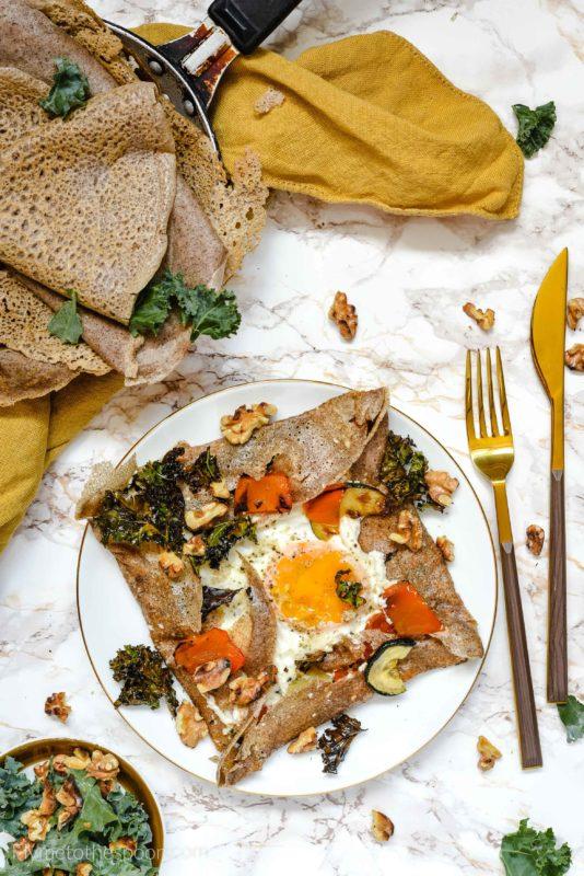 Galettes complètes - naleśniki gryczane z jajkiem, kozim serem i pieczoną papryką, bezglutenowe