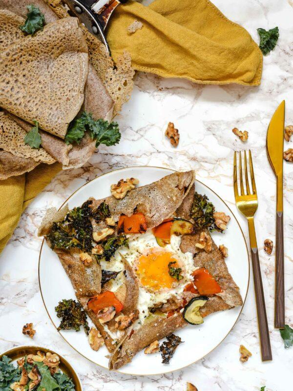 Galettes complètes – naleśniki gryczane z jajkiem, kozim serem i pieczoną papryką, bezglutenowe