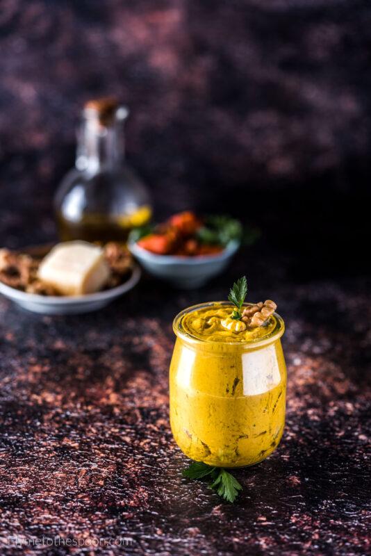Proste pesto dyniowe z orzechami włoskimi - świetny sos do makaronu
