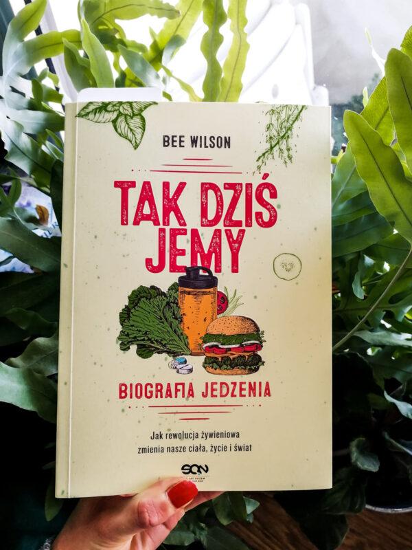 """""""Tak dziś jemy"""" - czyli niesamowicie ciekawa biografia jedzenia autorstwa Bee Wilson"""