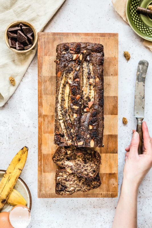 Najprostszy chlebek bananowy z czekoladą i orzechami