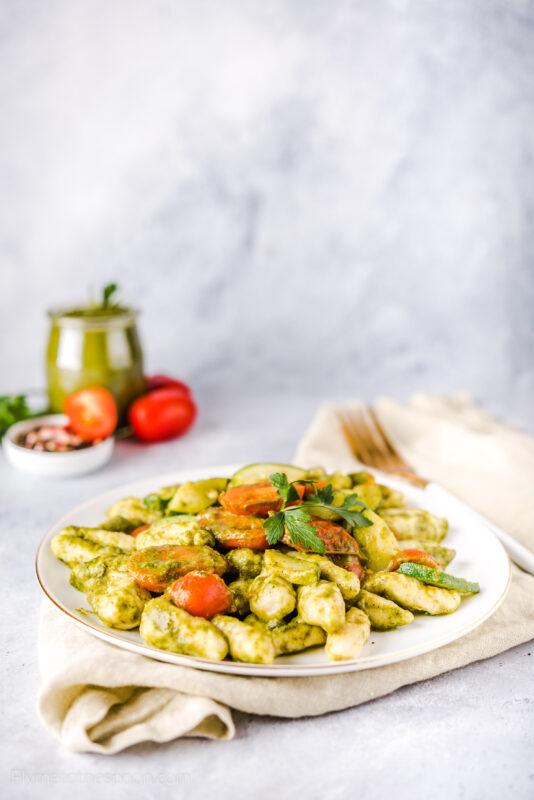 Gnocchi di ricotta - kluseczki z ricotty z pesto i pomidorkami koktajlowymi