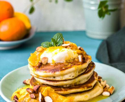 Klasyczne pancakes z pomarańczami i migdałami