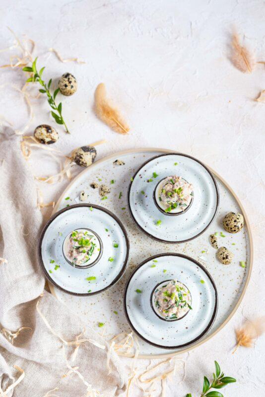 Faszerowane jajka z tuńczykiem i kaparami