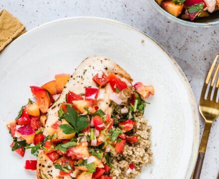 Kurczak z salsą brzoskwiniową z papryką i imbirem