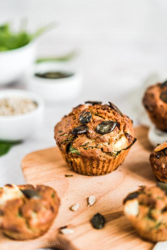 Muffiny ze szpinakiem i fetą - wytrawne muffinki z pestkami dyni i słonecznika