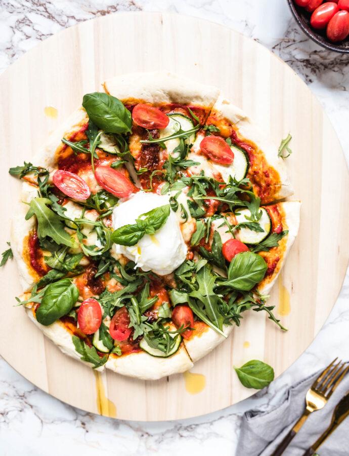 Pizza z burratą i rukolą – najprostszy przepis na ciasto do pizzy