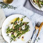 Szparagi z burratą i migdałami