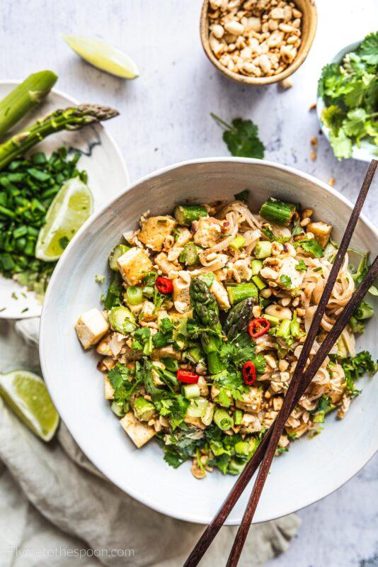 Pad thai ze szparagami i tofu