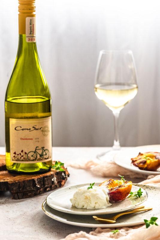 Lody z białym winem i grillowane brzoskwinie z tymiankiem