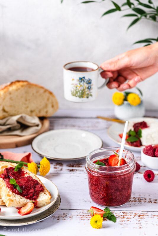 Konfitura truskawkowa z rabarbarem - bez żelatyny i innych zagęszczaczy