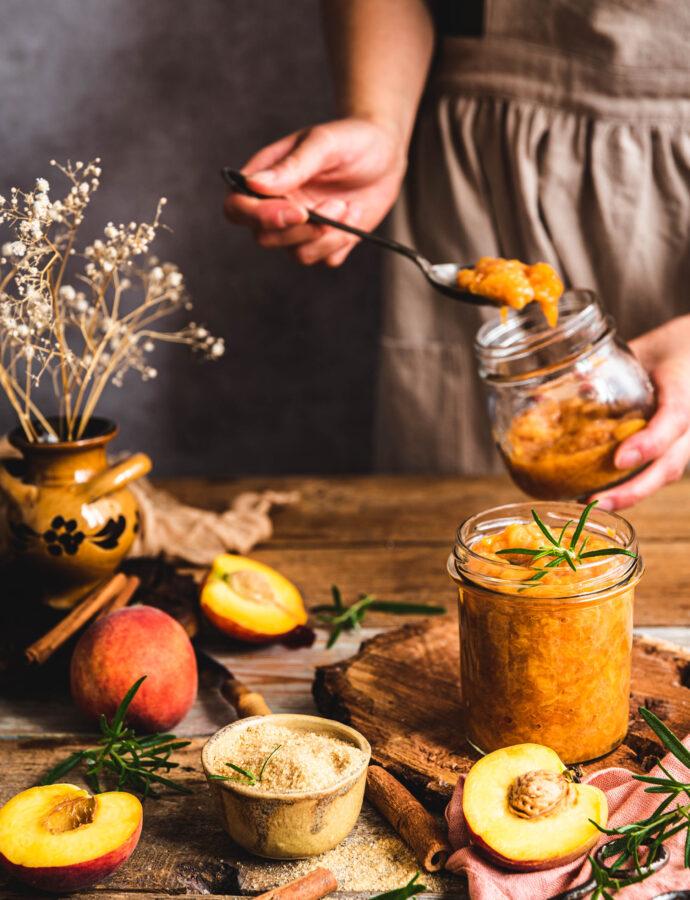 Konfitura brzoskwiniowa z morelami i rozmarynem – bez zagęszczaczy